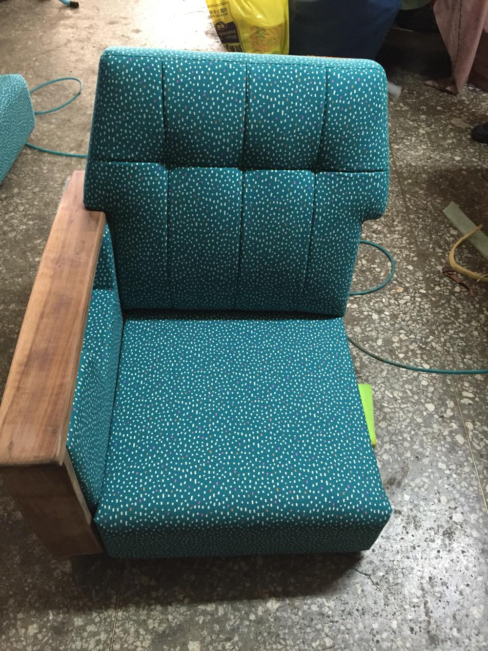 『修理職人專欄』修理人日誌-日本布藍綠色復古點點單人老沙發