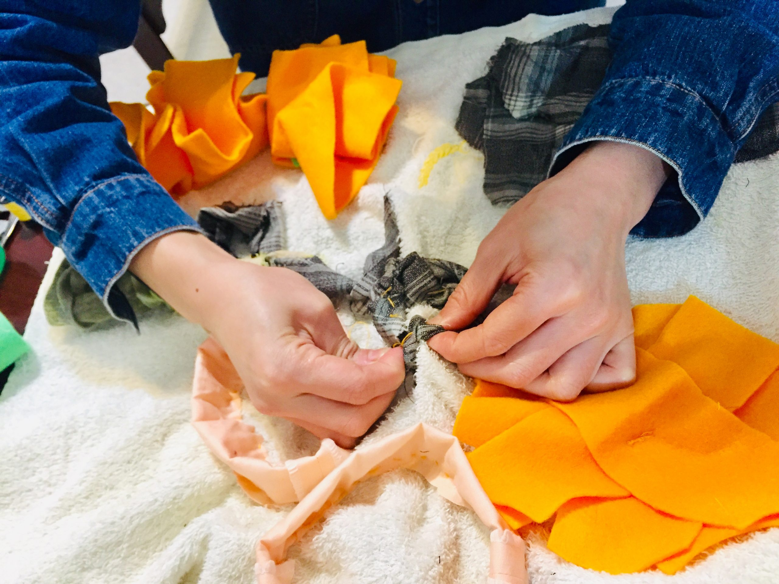 「舊衣織織研究社:狗狗嗅聞墊與玩具製作」